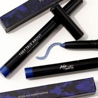 They Talk About Glide-On Eyeshadow x Ayla Dimitri Bleu Szafir