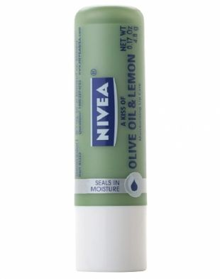 NIVEA Essential Lip Care A Kiss of Olive Oil and Lemon