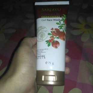 Sariayu econature nutreage gel face wash
